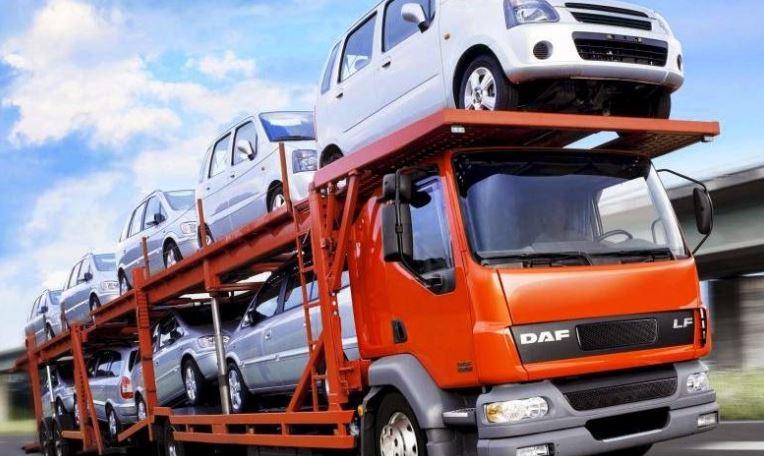 Vehicle Transport hauling cars